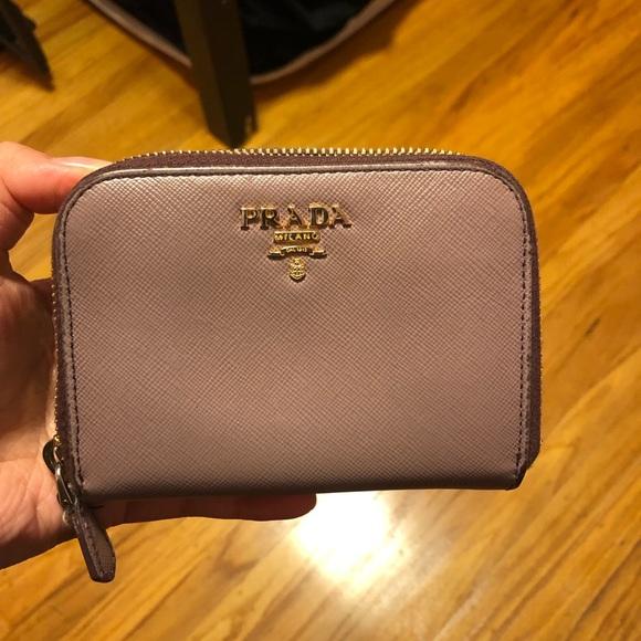 0916255ddd980f PRADA Medium Saffiano Leather. M_5c5e6c2ebb7615fe38cee15d. Other Bags you  may like. Gold Prada wallet